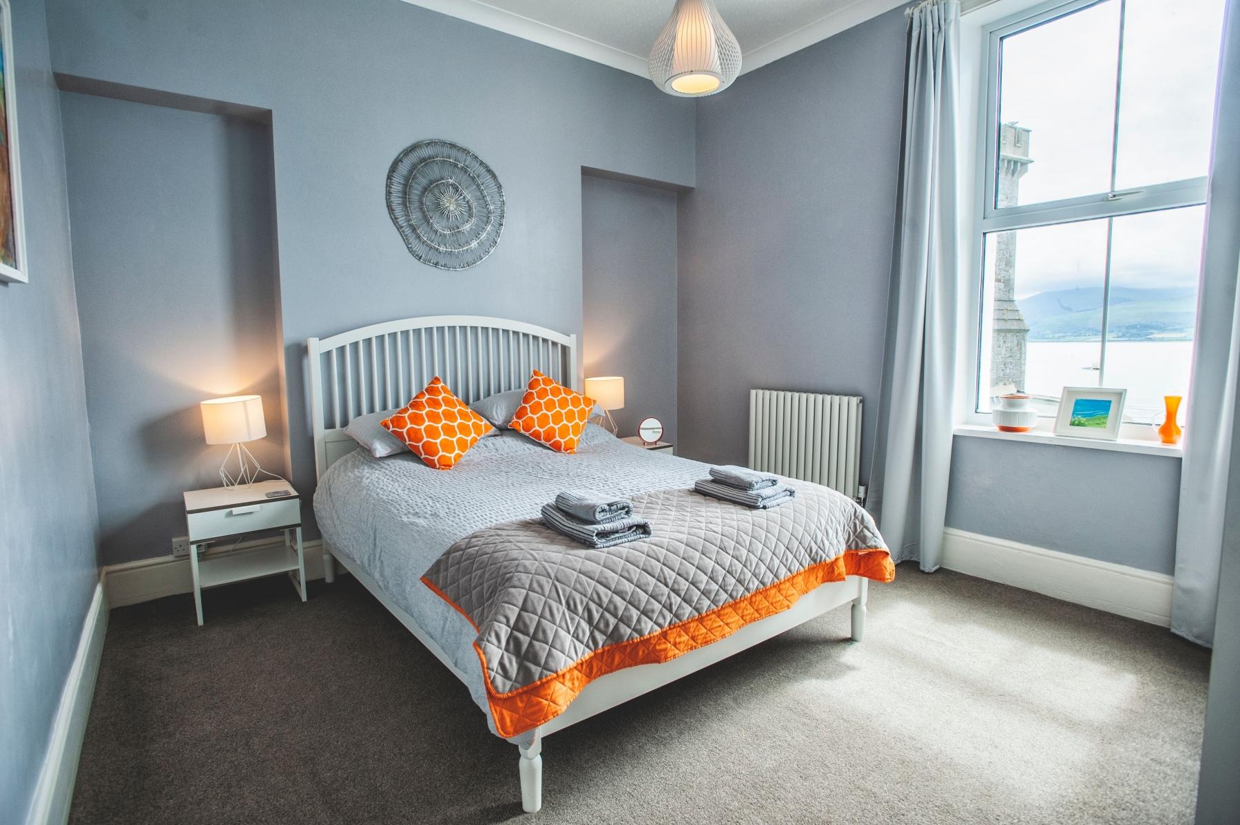 Bed 3 King 1st Floor Orange